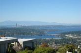 """看看西雅图的富人区---美色岛,据说美国最有钱的十个人有三个住在西雅图市区的美色岛(MercerIsland)。美国的""""金钱""""(Money)杂志评的最适合居住的城市中,西雅图总是在大城市中排第一。"""
