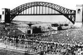 1940年夏,公共游泳池几乎人满为患。