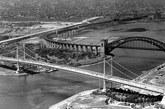 1936年,纽约Triborough大桥尚未完工。远处是地狱之门铁路大桥。