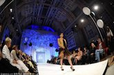2012年4月28日,时尚TV之夜时装秀开幕,开场秀是性感的比基尼展示,模特们身穿性感撩人的内衣和泳装拉开夏日风情的序幕。