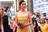 杨幂身着黄色亮片礼服裙出席《浮城谜事》首映。