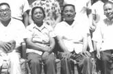 1974年8月,邓小平70寿辰时与家人合影。