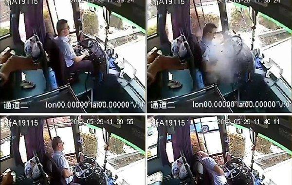 事发客车内监控录像显示:驾驶员吴斌被铁块砸中,忍着剧痛完成一系列完整的安全停车措施后,最终瘫在座位上(视频截图)。 5月29日中午,杭州长运集团司机吴斌驾驶从无锡开往杭州大客车,在途经…