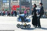 拉脱维亚。拉脱维亚是世界上最缺少男人的国家,2000年人口普查表明,拉脱维亚的女性人口比男性多出17%。有专家分析认为,这个波罗的海沿岸的小国的水土和气候可能更适合于女性胎儿和婴儿的存活和成长。不过拉脱维亚的夏娃们在择偶时则要面临比其他国家的姑娘更狭隘的选择。