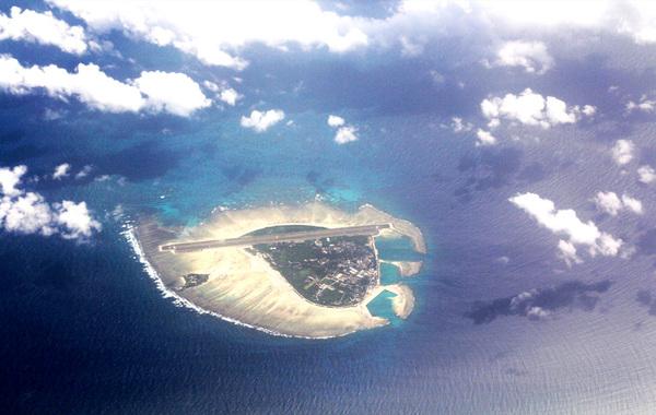 国务院近日批准,撤销海南省西沙群岛、南沙群岛、中沙群岛办事处,设立地级三沙市管辖西沙、中沙、南沙群岛的岛礁及其海域。三沙市人民政府驻西沙永兴岛。图为永兴岛(资料图)。…