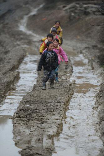 穷人孩子的辛酸和凄凉 谁能懂?