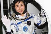 对于过平平常常的小日子与当一名女航天员,刘洋说,女人相夫教子是一种幸福,但飞行中获得的幸福是别人体验不到的。