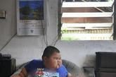 家住广东佛山市顺德区容桂的小豪,体重以每年20斤的速度递增,年仅3岁的他体重达到了120斤。  3岁,120斤。当这两个极不相称的词组合在小豪的身上时,使他无论走到哪里都成为人们关注的焦点。在父亲卢先生的心里,小豪就是他的一切。