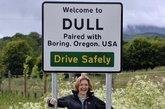 许多人笑称,游客拜访这两个地方可能只是为了指着它们路标上的名字大笑一场。