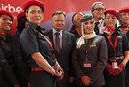 阿拉伯空姐脱掉长袍煞是惊艳