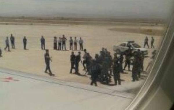 天山网讯  据新疆维吾尔自治区公安厅提供的消息:6月29日,由新疆和田飞往乌鲁木齐的GS7554航班于12:25分起飞,12:35分飞机上有6名歹徒暴力劫持飞机,被机组人员和乘客制服,…