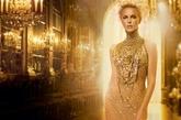 莎莉赛隆為 Dior J'adore 所拍摄的全新电视广告。虽然只有短短的30秒,但却大肆宣告了真我女人的自我宣言。从1999年诞生至今,J'adore 香水仍是全球最畅销的十大经典香氛之一。