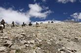 """藏北阿里哨所,没有一个像斯潘古尔那样充满凶险与艰辛:所属的10个执勤点,海拔平均都在5000米以上的雪山之巅,除了布于悬崖峭壁的一尺马道,由于历史原因,这里还有两大片长1.5公里,宽约5公里的大型雷场。阿里的官兵说,斯潘古尔哨所之所以被打造成万夫莫开的边关要塞,根本原因是这里有群""""铁人""""般气魄与胆量的""""铁兵"""" (来源:中国军网 贾启龙 罗乐 拉顿)"""