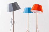 这是由法国的设计工作室COLONEL的家具作品,而灵感就是来自于60年代的一些形状和图案。如果你是个色彩控,相信这样充满活力颜色家具是个不错的选择。这个类似于遮阳伞的落地灯,使用的是实心榉木,灯罩也如同玩具一样的几何状,充满了复古风情的家具。(实习编辑何丽晴)