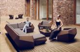 西班牙著名建筑设计师Ramón Esteve为德国户外家具品牌VONDOM设计了这组充满建筑风格的家具产品FAZ。刚毅的直线线条、清晰的折面和简约到极致的外观造型让整套作品看上去都很现代,它们像是大自然中未经雕琢的石块一样棱角分明且冷峻高雅,更加能够与户外之美景和谐的融为一体。(实习编辑:容少晖)