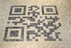 将二维码铺在地面 各种创意瓷砖铺贴引人注目