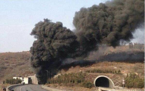记者从山西省晋城市政府新闻办获悉,根据16时44分的最新通报,晋济高速岩后隧道交通事故现场已发现7具遇难者尸体。3月1日14时50分,晋济高速岩后隧道内一辆拉煤车和一辆载有液态甲醇的车辆发生相撞,引发起火和爆炸。截至记者发稿,事故已造成至少7人死亡,10人受伤,其中1人伤势较重。