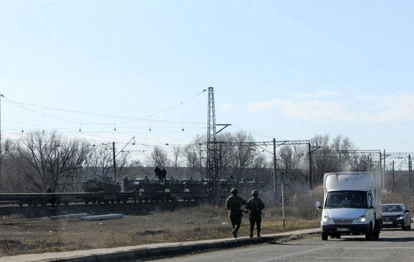 ��地�r�g3月12日,�蹩颂m�境,俄�_斯�p型步兵�b甲�由火��\送至俄西部城�Vesyolaya Lopan,此�距�蹩颂m�H20公里。