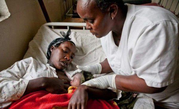 实拍非洲女性的分娩与接生