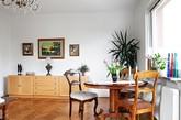 你是否对于一些旧物有着不同的情愫?一套漂亮的欧式木制古典造型椅子,一面似乎能通往纳尼亚的古铜镜子,就像富有魔法一般的这些旧物会让整个空间都显得奇幻起来一样。这样的新旧搭配,北欧式的简约古典风格,是不是能打动到了你的心。这56平米的奇幻空间,是否让你穿越了一般…