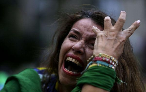 当地时间2014年7月9日,贝洛奥里藏特米内朗体育场,2014巴西世界杯半决赛,巴西vs德国。巴西队半场被灌五球,观看比赛的球迷失声痛哭。