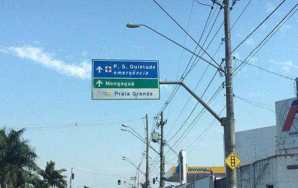 圣保羅州的大普拉亞(Praia Grande)是住著28萬人口,多年來充斥著搶劫、吸毒和謀殺。內馬爾小時候在這里住了9年,但最終像他一樣能戰勝生活的幸運兒只是少數。他的一位鐵桿哥們曾因為在訓練場上賣毒品而進了監獄。在很長的一段時間里,內馬爾都對外界宣稱自己生長于桑托斯,而避談大普拉亞和圣文森特(他出生的地方)。世界杯期間,鳳凰體育獨家探訪了這個當紅小生成長過的地方,試圖找尋他昔日生活過的痕跡。 鳳凰體育特派記者陳清揚 發自巴西大普拉亞