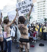 女权主义者抵制世界杯性交易