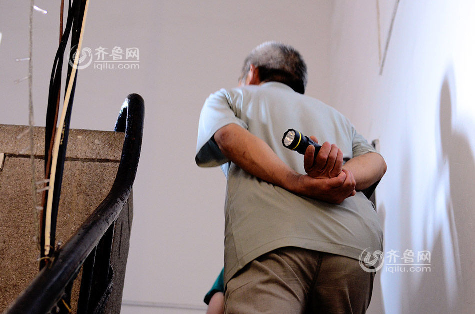 """老人风采之:百年塔钟的维护神——青岛六十四岁老人邢正河8年维护百年塔钟——转载""""凤凰网。资讯"""" - 江南一叟 - 江南一叟 朋友,您好,江南一叟欢迎您!"""