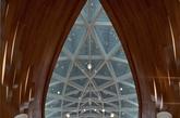 """在平面图中,天花又是与建筑天窗玻璃浑然一体的舒展枝叶;在地面铺装上引用""""水滴""""概念,大理石中间向四周由浅至深变化,如同水滴撒在地面又缓缓四散。(实习编辑:温存)"""