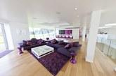 据英国《每日邮报》报道,加盟利物浦后,巴洛特利在利物浦郊区找到了一套价值600万欧元的豪华别墅。除了游泳池和足球场等设施之外,巴洛特利的这套豪宅甚至还配有直升机降落坪,豪华程度可见一斑。  按照《罗马体育报》的估算,巴洛特利这套豪华别墅价值600万欧元(约475万英镑)。在加盟利物浦时,巴洛特利得到了一份为期4年,税后年薪600万欧元的合同,这份合同的总价值达到2400万欧元。