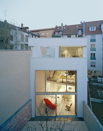让丑陋建筑焕发现代风采 德国海德堡住宅办公室翻新