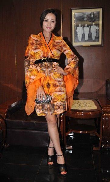 叶一茜中国风展优雅 于娜粉色长靴惹眼图片