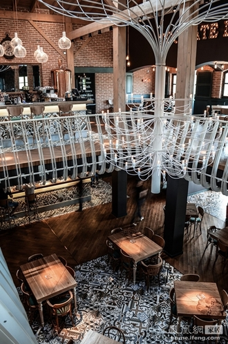 砖木结构打造工业气息 罗马尼亚奢华餐厅的环保之旅
