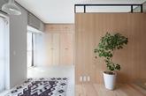 大家都知道日本是一个极度重视环保和绿色的国家,整个国家森林覆盖率和环保的各项指标都是世界数一数二的。今天的家居案例就是选择的一所日本的家居。整个家居非常环保的使用了原木,并且有大量的绿色环绕。整体给人十分清新的感觉。日本的地域很小,所以日本的家居一般都很小,寸土寸金。所以如何在一个狭小的空间里去设计,满足基本需求又不能显得拥挤。还要有各种高标准的心理述求。对于设计师来说是十分考研设计能力的。这个空间的大部分区域都是通透敞开式的,但是划分的很合理并且节约空间。(实习编辑:江冬妮)