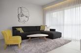一组很有小资情怀的家居设计案例,整个家居风格非常的简约,很多的墙面都是平整的,没有什么艺术处理的效果。硬装饰很少。不过为了避免效果过于平淡设计师还是花了不少的心事的。虽然是平墙,但是通过涂料、机理效果和墙纸的处理让空间显得很丰富。当然最重要的是想介绍墙面的那些线条感十足的装饰,说是装饰画好像不大贴切,一种艺术装置吧。有立体的效果,结合光影的话效果会更加的棒了。(实习编辑:江冬妮)