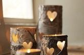烛台与蜡烛的搭配不仅能在餐桌上起装饰作用,还能用奇妙的造型和烛光的美丽与香气温暖柔和室内的冷清。不管是复古、时尚、童趣哪一种风格,烛台和蜡烛都能为你的圣诞餐桌增添温馨的假日氛围。(实习编辑:陈尚琪)