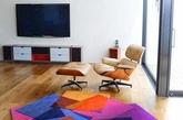 缤纷彩色:喜欢缤纷色彩的,可以搭配各式颜色活泼的壁纸,用暖色系串联整体居家空间,让家中变得明亮又充满朝气。但要注意,其它家具最好维持低彩度的颜色,别让空间显得太花俏。(实习编辑:陈尚琪)