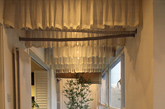户型最大特点是拥有一个超长的阳台,它贯穿书房,客厅和主卧。