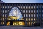 芬兰赫尔辛基大学主图书馆:与街面协调的拱形