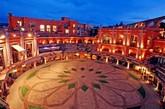 """墨西哥 萨卡特卡斯卡米奥真实酒店   这是一座建于19世纪的五星级酒店,位于墨西哥著名的圣佩德罗萨卡特卡斯斗牛场。1975年,在这里举行了最后一场斗牛比赛,后来因被改建为酒店而获奖。酒店的外观设计保留了原来的斗牛场所有的特征和美丽之处,共有49个套房,装修中带有经典的原始艺术品殖民风格和特色。""""(实习编辑:周芝)"""