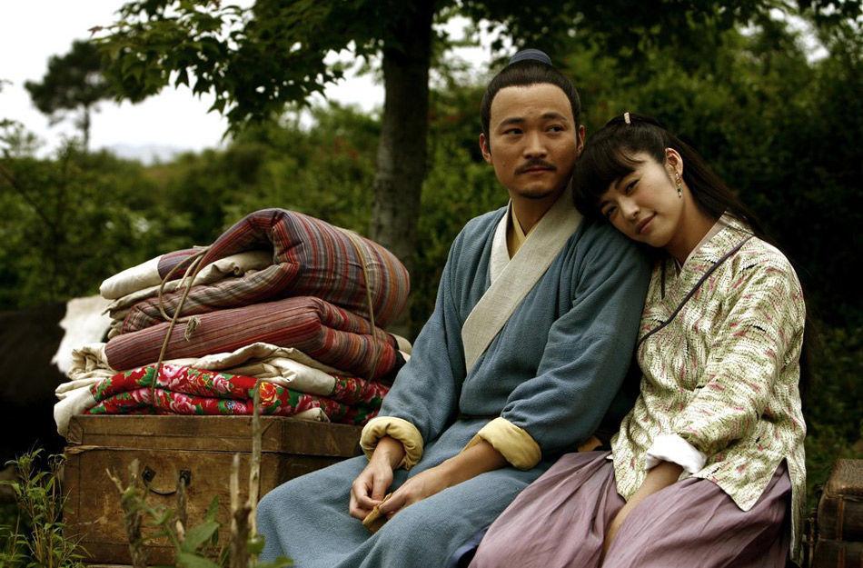 吕秀才喻恩泰领结婚证抱得女主播 被爱妻夸像