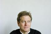瑞士设计师约翰·帕森是极简主义的代表,在上世纪80年代流行一时的华而不实的建筑与室内设计风潮中,他独树一帜的风格获得了世人的注意和认同。他以私人住宅项目起步,后将重点转向画廊和艺廊空间设计。(实习编辑:陈尚琪)