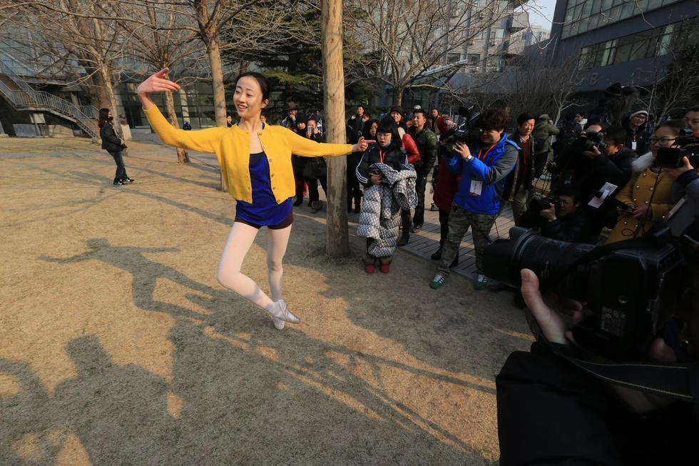 组图:北影考试现场女生秀芭蕾舞技吸睛