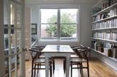 我们不难想到,作为农舍最好的背景,在华盛顿家居中,桌子比书架更好!