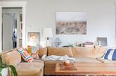 每个房间的色彩持久性是马萨诸塞州的农舍风格。