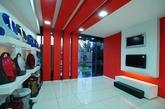 first half design是埃及开罗的著名设计公司,囊括建筑、景观、室内设计、装置建筑等,Alaa Mohamad(阿拉·穆罕默德)是first half design是总监兼首席设计师,他是一位经验丰富、才华横溢的室内设计师。他拿到了大马士革大学的室内设计的博士学位,2001年和他的学生一起设立了first half design公司。本次展示的是他为大马士革的日立设计的展厅。