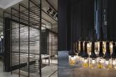 意大利著名设计师Paolo Cesaretti是一位著作等身才华横溢的天才设计师,他擅长于商业设计,风格多变。他主导的项目不仅能够实现包括从基本环境到城市或业界要求的特殊效果,而且可以利用不同颜色、材料和灯光映衬创造出一个完全不同干以往的氛围。本次展示的是一个博洛尼亚Kale陶瓷展厅,灰色为主色,线条分明,且不显得沉重,展厅里的每一间隔间都有独立的特色,最终又整合成为一个大主题。这样的陶瓷卫浴展示空间值得国内相关企业学习。(实习编辑 孟璇)