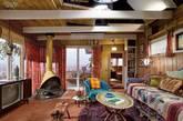 3. Megan Draper的小木屋。此外剧中Megan Draper在L.A的小平房,也十足有吸引力。木质结构的屋子,一系列复古花纹的装饰,甚至是片中的瓶瓶罐罐混搭了东方异域与中世纪风情。这间住所的灵感来源于一所1952年的房子。(实习编辑:周芝)