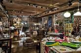 三是Spazio Rossana Orlandi。开放于2002年的Spazio Rossana Orlandi所在区域原本是个领带工厂,在创始人Rossana Orlandi老太打造下,变成米兰最值得一逛的精品店。这里有当代和古董家具,也有新锐设计师之作。今年会看到BCXSY工作室与墙纸品牌Calico合作新品、以及Piet Hein Eek等知名设计师作品。(实习编辑:周芝)