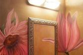 """""""闺蜜""""懂得如何化妆保养,我们就负责锦上添花,给她精心布置一个洗漱台,换一盏别致的镜子,挂几幅画或者放洗漱台上一盆小花。"""